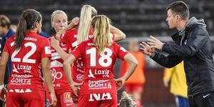 Kif Örebro har drygt 1,5 år på sig att beta av skulder på 1,5 miljoner. Annars riskerar klubben tvångsnedflyttning till elitettan 2022. Arkivfoto: Jessica Gow/TT