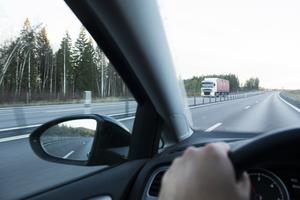 Jag ser respektlösa omkörningar och hetskörningar på vägsträckan Timrå–Sundsvall, skriver signaturen