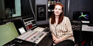 Clara Åström O'Månsson producerar Helgen i P3, podcasten Värvet och producerar den här veckan Tony Irvings sommarprat som sänds på fredag.