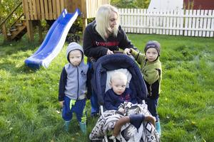 För Sara Hedqvist, tvillingarna Dante och Marley 4 år, och Logan 3 år blev det en stor omställning när Solgårdens förskola brann ned. Barnen, som var vana att gå till förskolan, blev oroliga.