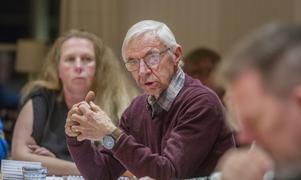 Kyrkorådet ordförande Sören Aspgren (S) fick acceptans för sitt yrkande vid budgetdiskussionerna att skjuta upp beslutet om en utökning av friskolans elevantal.  Beslut ska i stället tas vid nästa kyrkofullmäktige i maj.