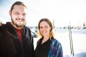Joakim Färdig och Anna Ulin skådespelar i produktionen. Anna och Joakim har tidigare setts i alla produktioner Teater Oberon producerat i Döda fallet. I år tar de sig an rollerna Pellegnillot (Anna) och Lejonell (Joakim).