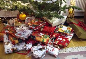 Släkten är på plats för att fira jul - då finns också risk för meningsskiljaktigheter vid julgranen.Foto: Bertil Enevåg/TT