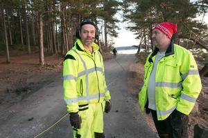 Robert Brandt, Nynäs-Ösmo Lastbilscentral, och Mikael Jarvin, arbetsledare på kommunens stadsmiljöavdelning.