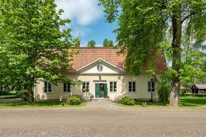 Foto: Inger Bertilsdotter. Bruksgården invid Aspa bruk är till salu.