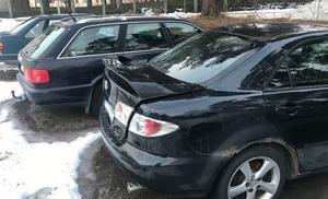 En parkerad bil i Gällivare, där ägaren har adress i Malmbäck, ska flyttas med kronofogdens hjälp. (bilden är en genrebild).