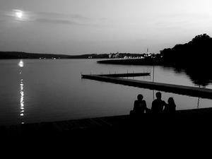 Augusti. Med månglansen i vattnet och skarpa konturer vann denna bild. Foto: Linda Brolin