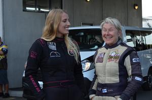 Jndia Erbacher och Anita Mäkelä, de två snabbaste förarna i Top fuelkvalet.