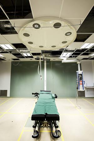 Sexton kvalificerade sjuksköterskor saknas vid det nya operationshuset i Gävle.