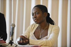 """försöker. Jämställdhetsminister Nyamko Sabuni gjorde tidigare i år ett gulligt försök att sätta tryck på företagen. Tillsammans med Maud Olofsson skickade hon ut  ett brev till valberedningar med frågan: """"Vilka åtgärder har ni vidtagit för att stärka den kvinnliga representationen i era styrelser?"""""""