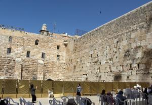 En annan mur. Västra muren i Jerusalem kallades tidigare klagomuren.