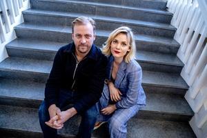 Erik Johansson och Liv Mjönes spelar i i filmen som först hette