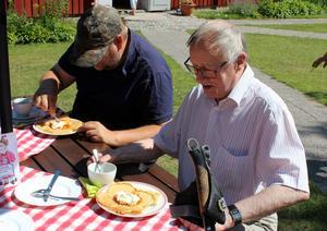 Många besökare kom, för att äta våfflor. Foto: Ulla Laiho