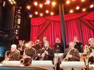 Linus Lindblom från Kilafors var med i storbandet som underhöll vid dansen.