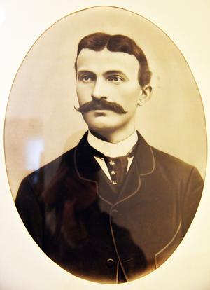 Adolf Wiberg, farfar till Leif, startade ett skinngarveri år 1893 som även hade en del möbelförsäljning.