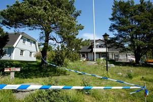 Avspärrningar utanför pastor Helge Fossmos hus och
