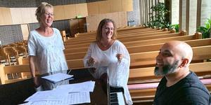 Lena Lundgren, Camilla Janson-Rönning och Marcus Berglund sjunger i Sorunda kyrka den 14 september. Foto: Privat