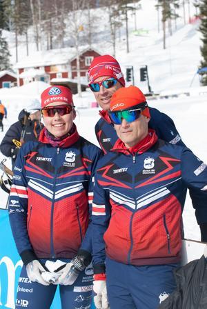 Madelene Nord, Thomas Sparr och Nicklas Ström från Mora Draghund firade framgångar vid total-SM i Skellefteå. Foto: Privat