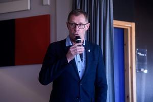Klubbdirektören Agne Bengtsson informerade om den nya ispisten i Kinnarps Arena.