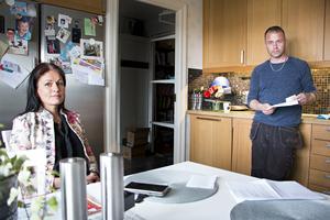 Annelie och Dan Pettersson vill varna andra för att köpa elprodukter från företag som de inte känner till.