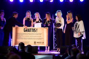 UF-företaget Pre wrap sport blev Årets unga löfte. Lars Nordlander och Pernilla Eurenius från Rinkside delade ut priset till Linnea Jensen, Kristina Dahlin, Wilma Söderberg, Linn Harrvik, och Wilma Berggren.