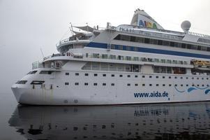 Dimman låg tät när båten kom till Tunadalshamnen.