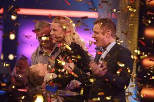 Jubel utbröt i Bingolottos studio efter att det stod klart att Petra Larsson, från Hedemora kommun, vunnit två miljoner kronor till sin svärmor. Foto: : Johan Carlén, Folkspel