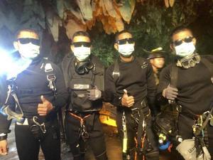 Det thailändska pojkfotbollslaget som räddades av dykare från en översvämmad grotta kan bli film. Arkivbild: Royal Thai Navy/AP/TT