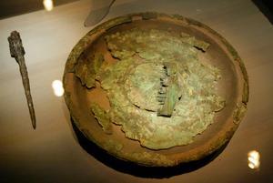 Arkeologer har hittat många fynd i, den så kallade, Högomsmannens grav Foto: Sören Walldin