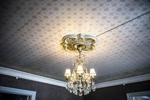 Flera av rummen har takrosetter för att förgylla rummen lite extra.