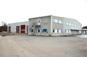 Det är hit, till fastigheten längst upp på Arbetsledarevägen i Birsta, som kommunen har hittat nya lokaler för personalen på Norra Depån.