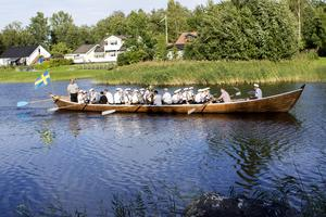 Elfkarlebys kyrkbåtsroddare satt vid årorna.