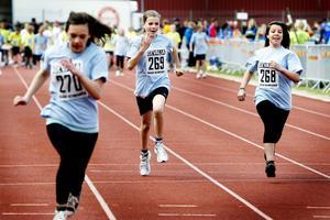 Triss i Källöskolan 5A-sprinters: Nicoletta Florides, Hanna Berggren och Mira Altakroury.