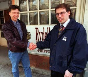 1996, Thorbjörn Jonsson tackar sin kompanjon Stefan Karlsson för de senaste tre åren.