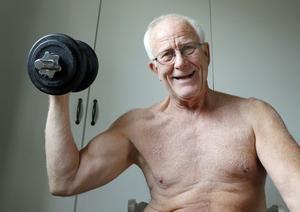 Håkan Karlberg, 70 +, håller sig i trim tack vare styrketräning.