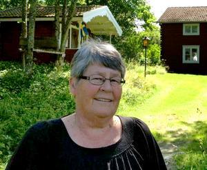 Hon är normalt sett positivt lagd, men just nu är Ragnhild Lindberg inte alls så glad som hon ser ut att vara på det här fotografiet.