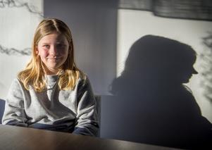Tioåringen Stella Bylin från Skottsund brukar vara blyg i vanliga fall men inte när magikern Joe Labero ville ha en medhjälpare på scenen.