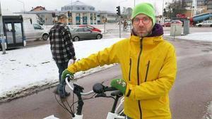 Peppe Hämeenniemi tycker att rondellförslaget för Kopparbergsvägen har samma brister som planen för Röda torget vilken lades på is. För cyklister innebär det klara försämringar i framkomlighet och säkerhet, menar han.