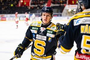 Hugo Gustafsson hade en, minst sagt, lyckad kväll när SSK tog steget upp på säker mark i allsvenskan. Bild: Maxim Thoré, Bildbyrån.
