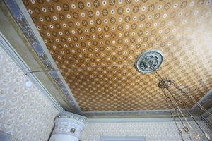 Taket i matrummet ska även det restaureras. Från början var detta rum gult från golv till tak.
