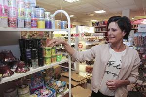 Maria Fredriksson vägrar låta onlinejättarna ta över och fortsätter satsa på sin välsorterade leksaksbutik på gågatan. Lekia finns nu med i matchen om att bli Årets butik.