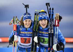 Hanna Öberg och Sebastian Samuelsson säkrade VM-bronset i singelmixedstafetten i vintras. Nu tävlar duon tillsammans på samma distans under lördagen. Foto: Anders Wiklund/TT.