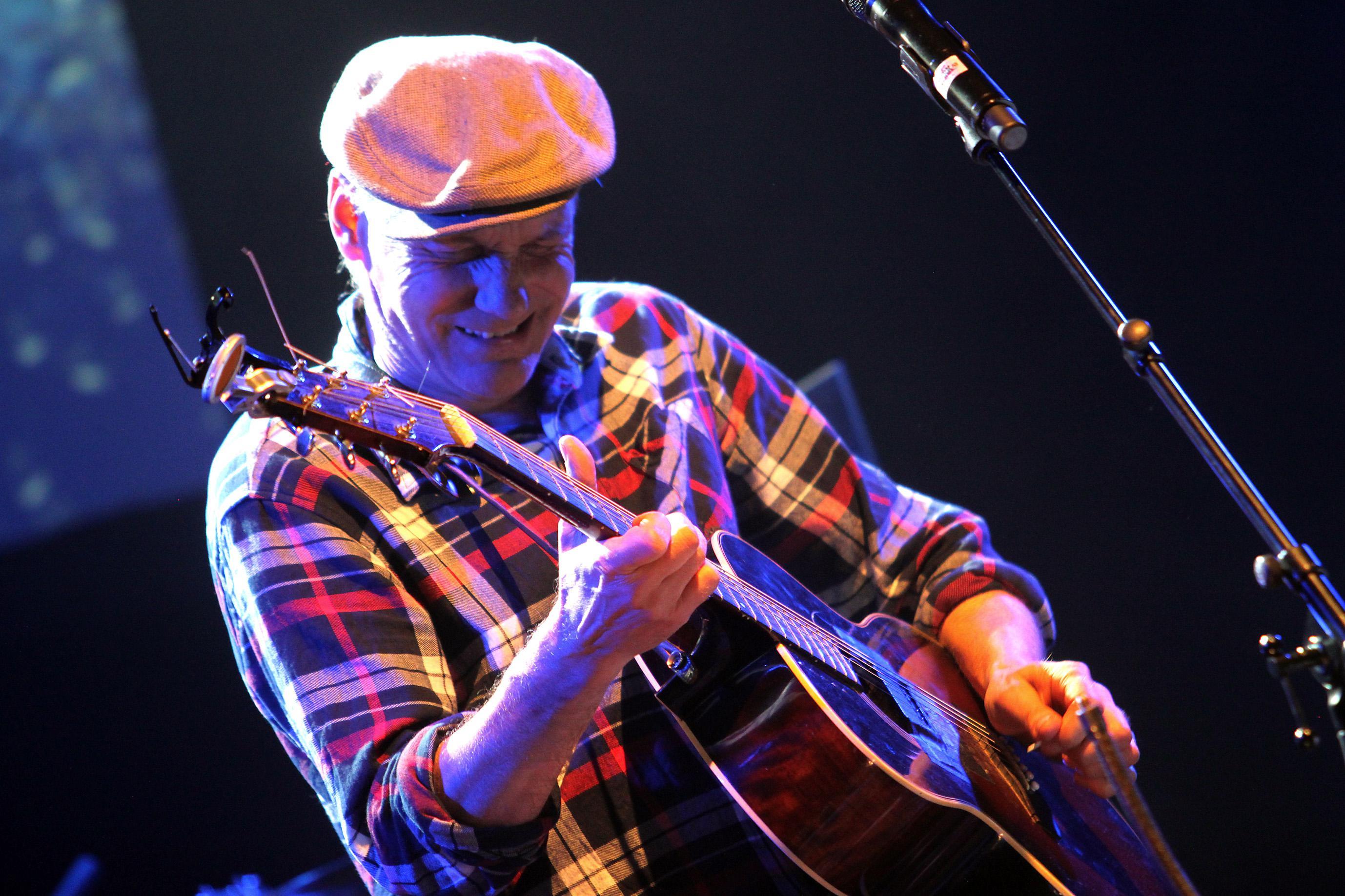 Peter Carlsson släpper loss med Kjell Gustavsson Rythm & Blues Orchestra