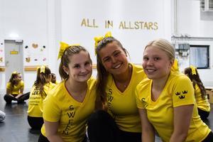 Isabelle Eklund, Julia Hallberg och Celine Frövall beskriver laget som en familj.