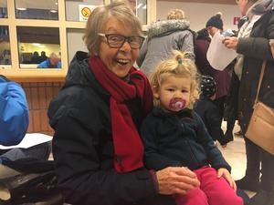 Regina Hallengren med barnbarnet Kasper.