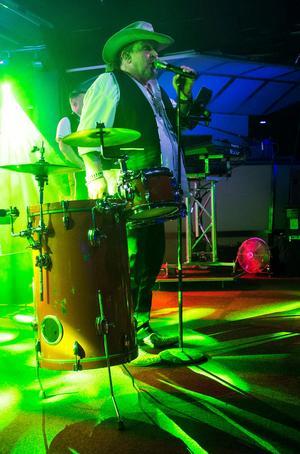 Olle Jönsson, duktig trummis och sångare i Lasse Stefanz.