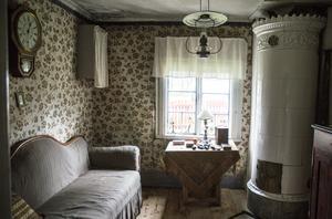 Brudkammaren inreddes också inför det stora bröllopet 1821, med kakelugn och allt.