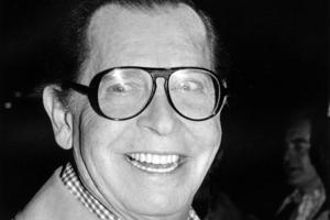 Milton Berle, (1908–2002), komiker/skådespelare, USA: