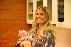 Rebecka Sandberg sa upp sig när hon var gravid med dottern Ylva. Evelina och Mikaela har också barn i varierande åldrar.
