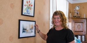 – Jag vill visa att man inte behöver vara en fantastisk konstnär för att få ställa ut. Det är inte så svårt, glädjen är det viktigaste, säger Eva Rudberg, konstnär.